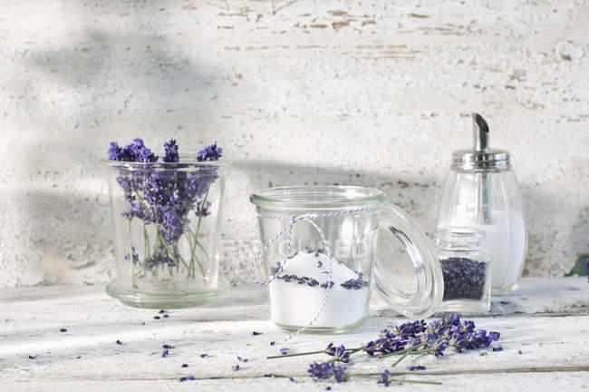 Verre de sucre de lavande — Photo de stock