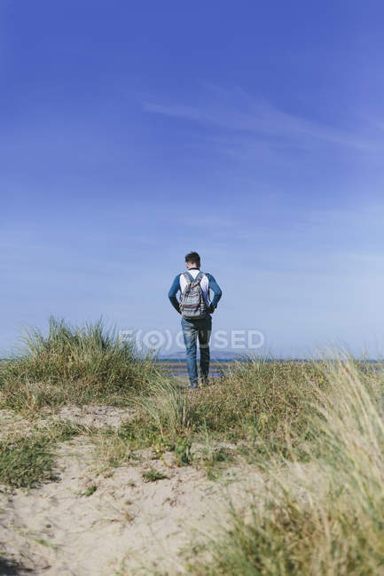 Young man walking on a dune — Stock Photo