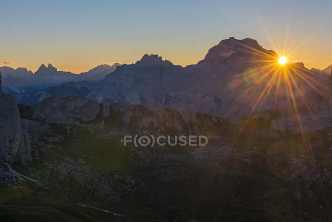 Drei Zinnen and Antelao at sunrise — Stock Photo