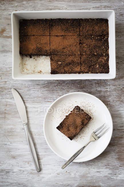 Brownies di cibo crudo con cacao e date — Foto stock