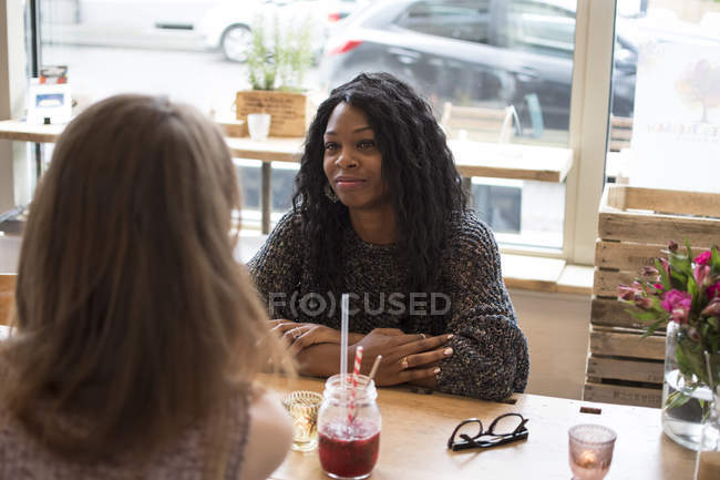 Two friends meeting in cafe — Stock Photo