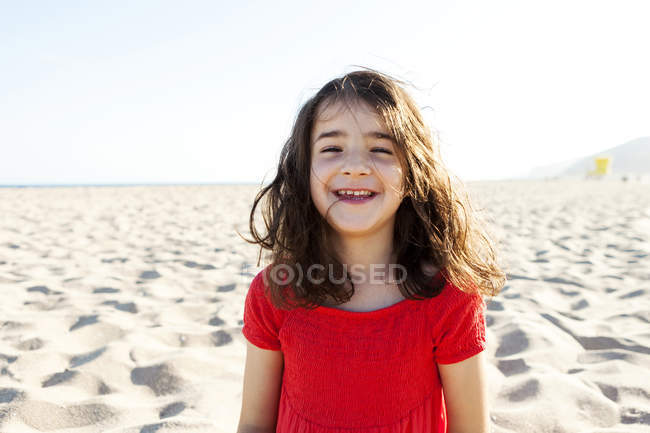 Portrait of happy little girl on the beach — Stock Photo