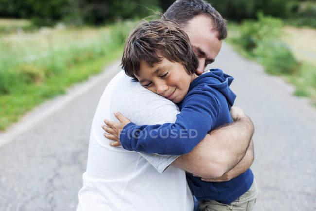 Оккурано мальчика как обнять