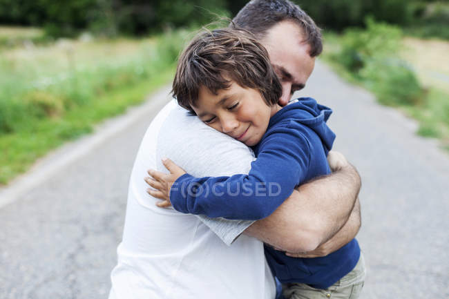 Happy father and little son hugging each other — Stock Photo