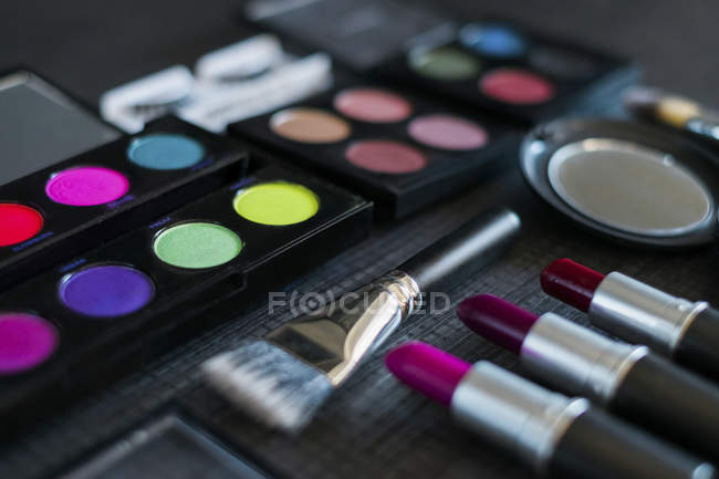 Make up tools and colored paints — Stock Photo