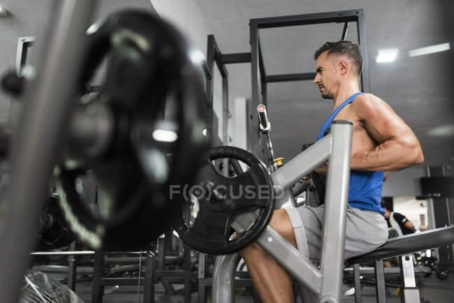 Training mit Rückenschule Maschine Mensch — Stockfoto