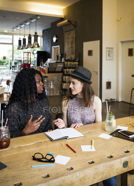 Two women having meeting — Stock Photo