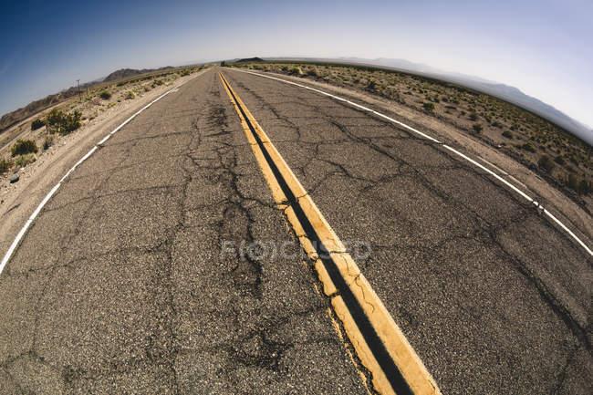 USA, désert de Mojave, en Californie, vue de vide route 66 — Photo de stock