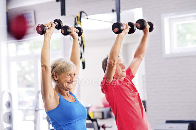 Mature woman and senior man working out — Stock Photo