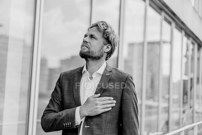 Serious businessman looking up — Stock Photo