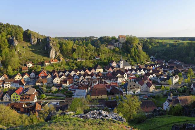 Поттенштайн с замком, Бавария — стоковое фото