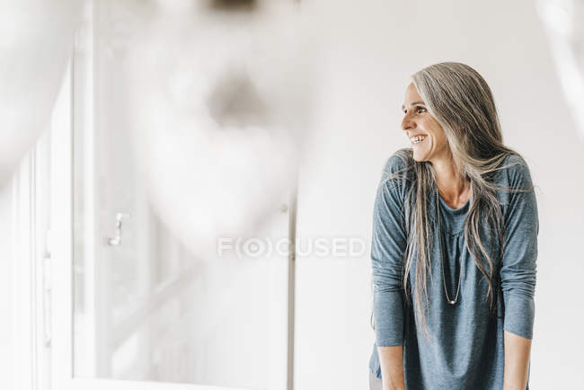 Happy woman looking — Stock Photo