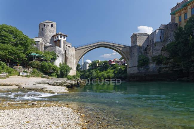 Old bridge and Neretva river — Stock Photo