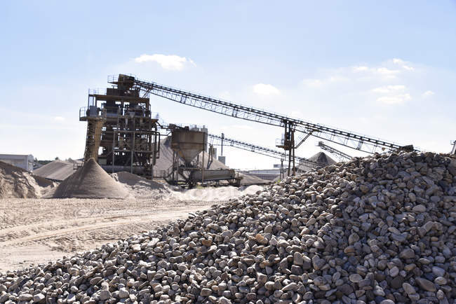 Pedras e areia em pedreira — Fotografia de Stock