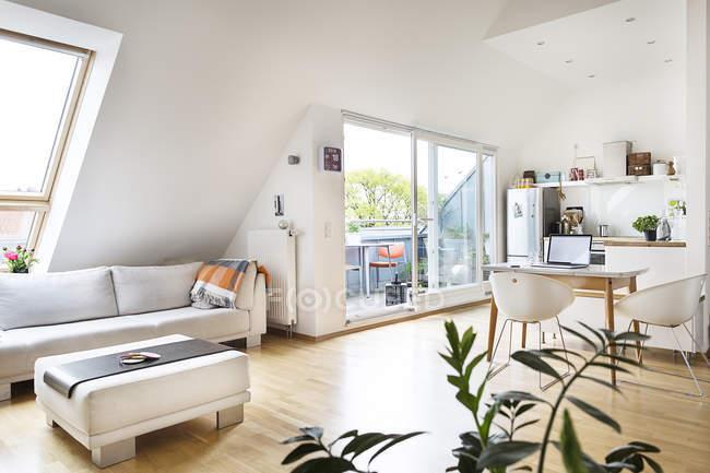 Appartamento mansardato vuoto — Foto stock
