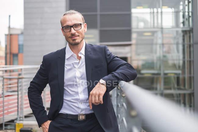 Portrait d'un homme d'affaires souriant — Photo de stock