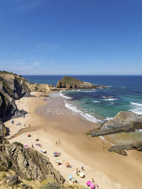 Praia de Alteirinhos com pessoas — Fotografia de Stock