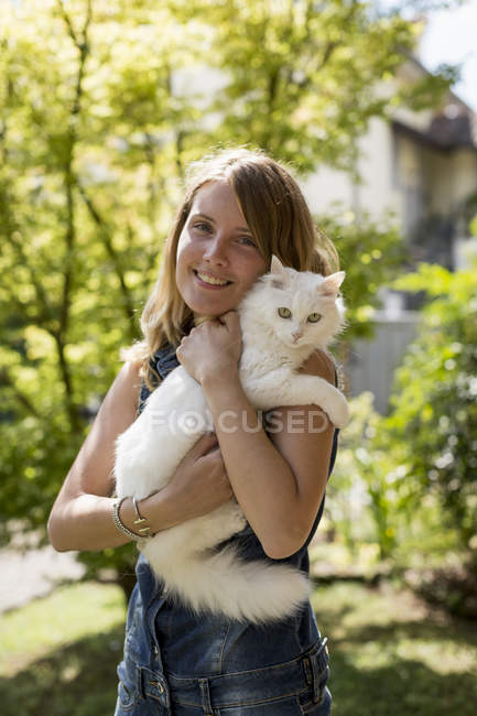 Happy woman with  cat — Stock Photo