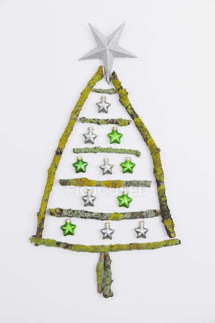 Christmas tree shaped of mossy branches and Christmas decoration — Fotografia de Stock