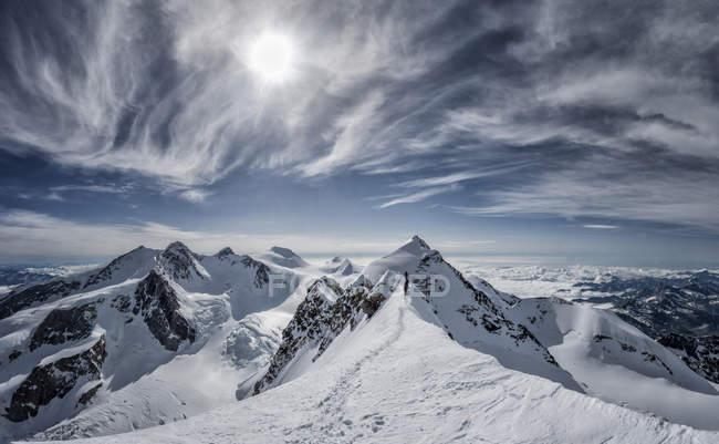 Италия, Грессони, Альпы, Лыскамм и Мон-Роза, альпинисты — стоковое фото