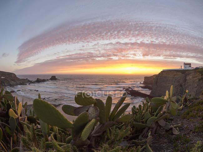 Zambujeira Mar praia ao pôr do sol — Fotografia de Stock