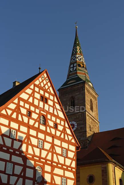 Alemania, Franconia Central, Eschenbach, Wolframs-Eschenbach, Iglesia y Museo de la Torre de San Nicolás Wolframs - foto de stock