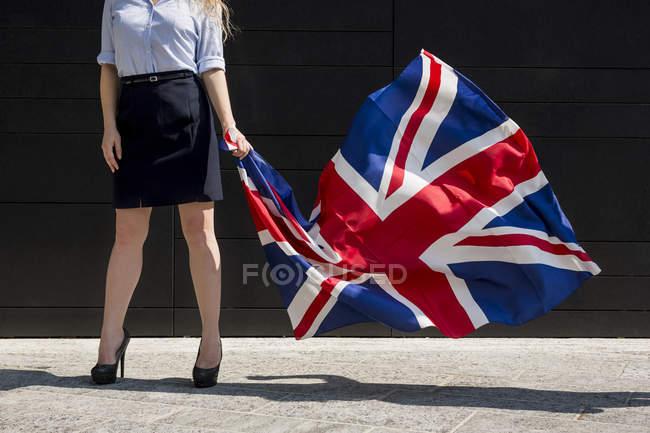 Бізнес-леді холдингу британський прапор — стокове фото