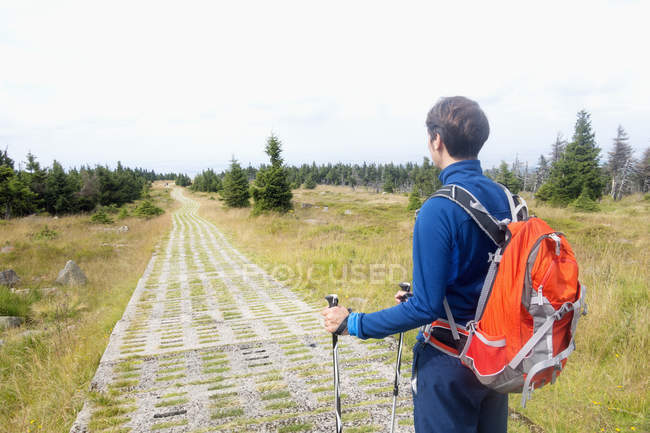 Germany, Harz, Brocken, hiker with backpack and hiking poles — Stock Photo