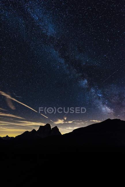 Milky way over mountain Pelmo — Stock Photo