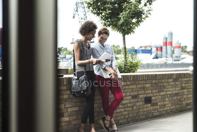 Businesswomen reading document — Stock Photo