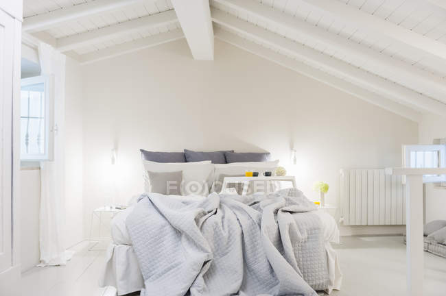 Empty bed with breakfast tray, interior design of bedroom — Stock Photo