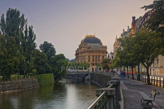 Teatro nazionale la sera, Praga — Foto stock