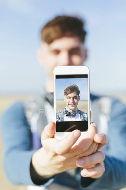 Man showing display of smartphone — Stock Photo