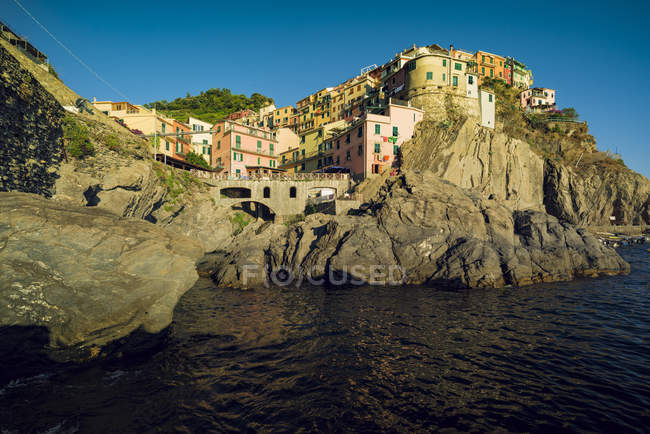 Italy, Manarola, view to the village from seaside — Stock Photo