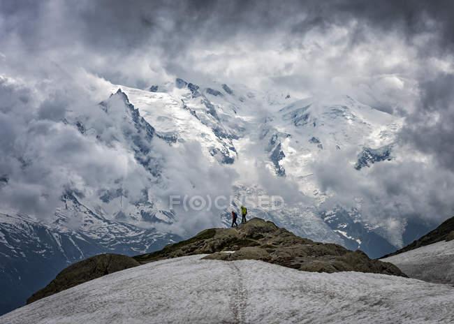 Франція, Шамоні, Альпах, Монблан, альпіністів на гірську вершину — стокове фото