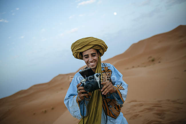Young Berber taking pictures with camera — Stock Photo