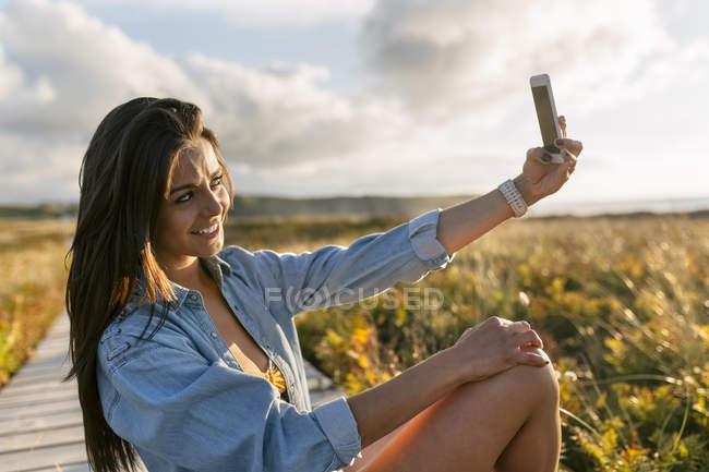 Schöne junge Frau — Stockfoto
