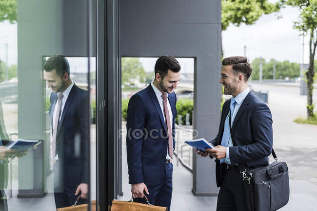 Businessmen meeting in front of office building — Stock Photo