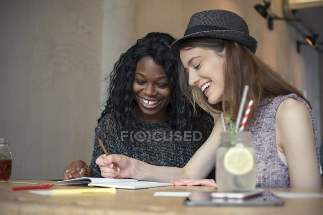 Two young women learning together — Stock Photo