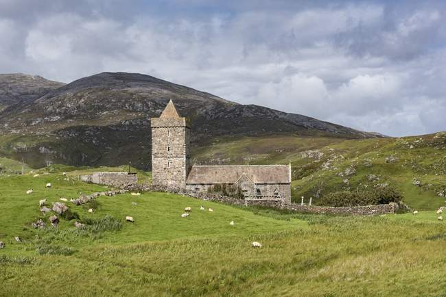 Distant view of St Clements Church, Rodel, Isle of Harris, Scotland, UK — Stock Photo