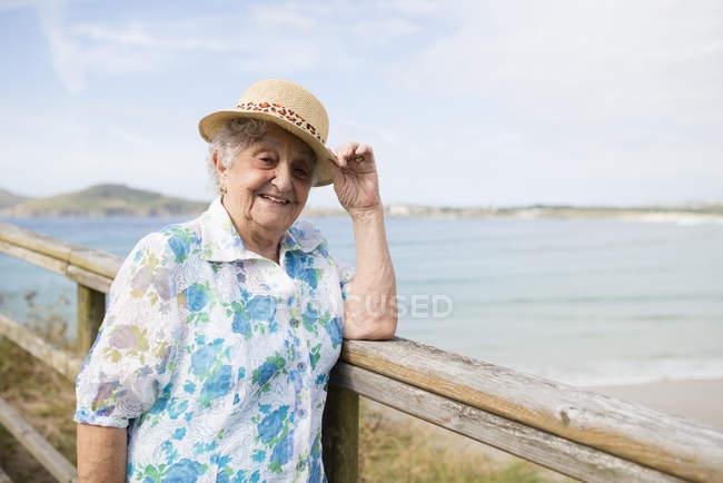 Senior woman standing on boardwalk — Stock Photo