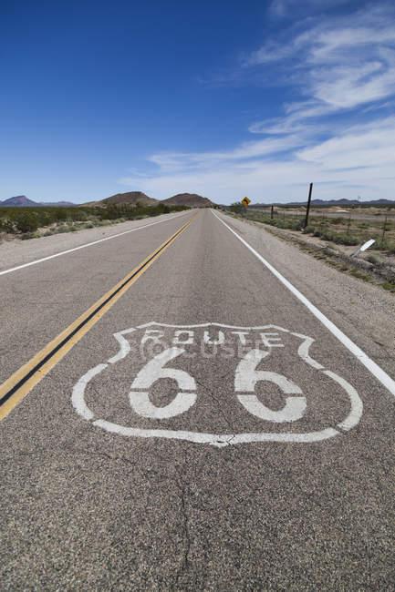 USA, California, Mojave Desert, view of empty route 66 — Stock Photo