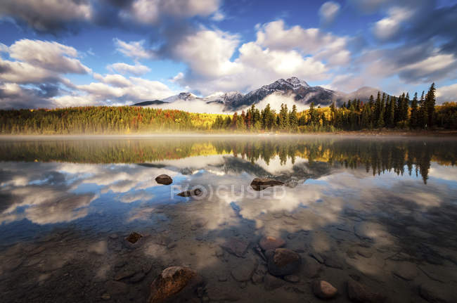 Patricia Lake in the morning — Stock Photo