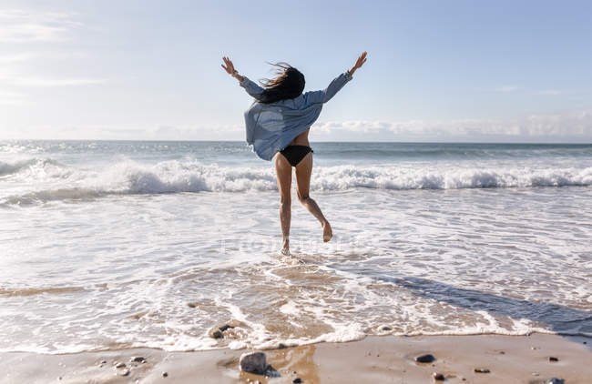 Beautiful young woman jumping — Stock Photo