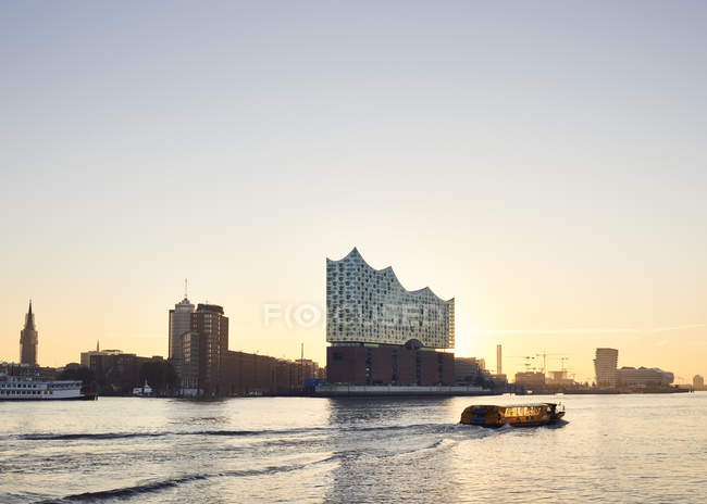 Germany, Hamburg, view to Elbe Philharmonic Hall at sunset — Stock Photo