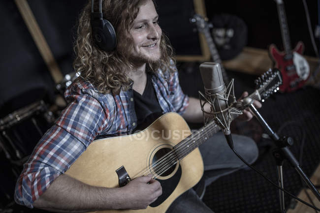Long haired guitarist at recording studio — Stock Photo