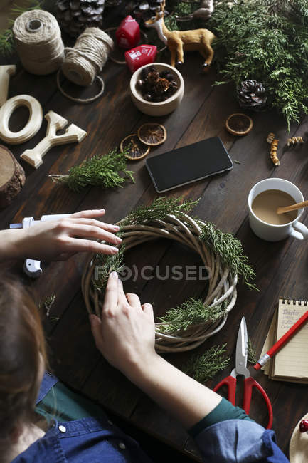 Woman decorating Advent wreath on work table, partial view — Stock Photo