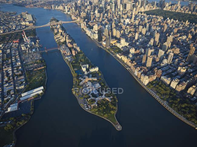 Fotografia aérea da ilha Roosevelt em East River, Nova Iorque, Nova Iorque, EUA — Fotografia de Stock