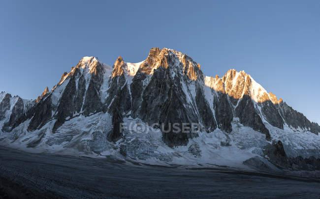 France, Chamonix, Argentiere Glacier, Les Droites, Aiguille Verte — стокове фото