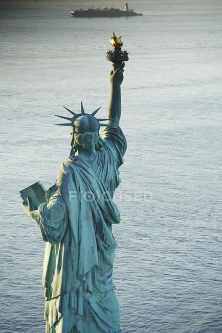 USA, New York State, New York City, Blick auf die Freiheitsstatue — Stockfoto